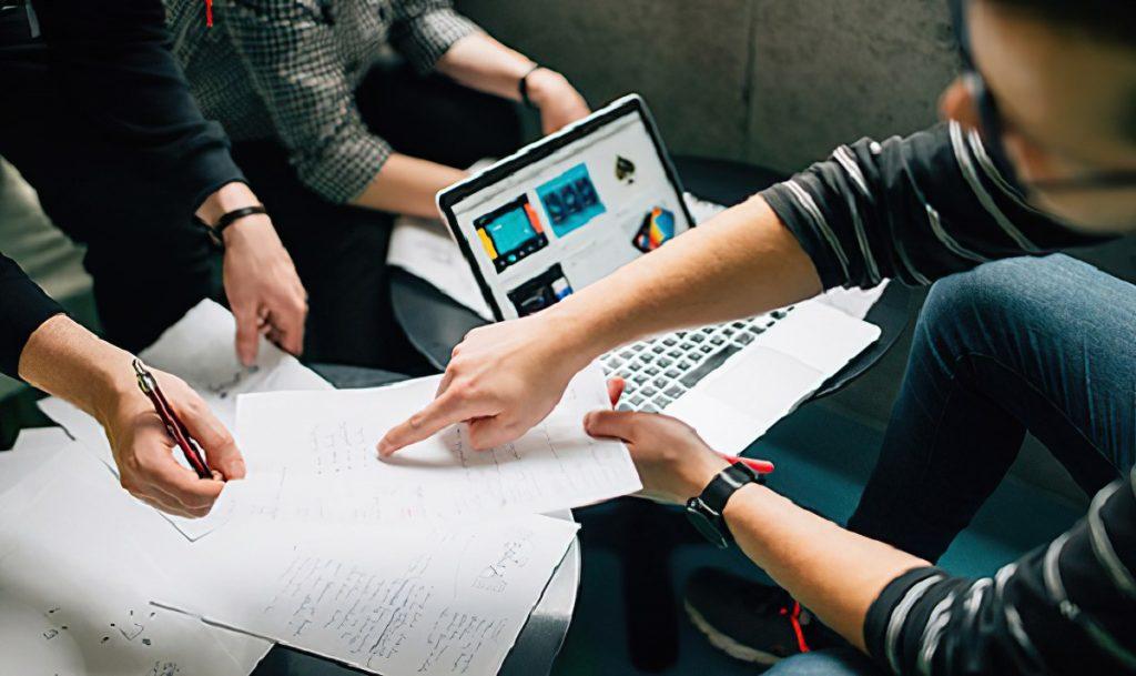 Gặp mặt trao đổi lấy yêu cầu về việc viết phần mềm theo yêu cầu